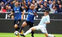 Inter Milan's Joao Mario, left, hallenges for the ball with Spal's Federico Viviani during their Serie A soccer match at the San Siro Stadium in Milan, Italy, Sunday, Sept. 10, 2017. (Matteo Bazzi/ANSA via AP)