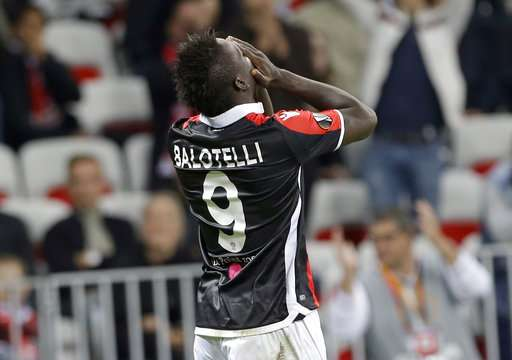 Nice's Mario Balotelli reacts after missing a chance to score during a Europa League group K soccer match between OGC Nice and Lazio at the Allianz Riviera stadium in Nice, French Riviera, Thursday, Oct. 19, 2017 (AP Photo/Claude Paris)