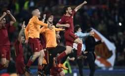 AS Roma's players celebrate their victory at the end of the UEFA Champions League quarter-final second leg football match between AS Roma and FC Barcelona at the Olympic Stadium in Rome on April 10, 2018. / AFP PHOTO / Filippo MONTEFORTE        (Photo credit should read FILIPPO MONTEFORTE/AFP/Getty Images)