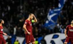TOPSHOT - Roma's players react to their defeat during the UEFA Champions League round of 16 second leg football match between FC Porto and AS Roma at the Dragao stadium in Porto on March 6, 2019. (Photo by PATRICIA DE MELO MOREIRA / AFP)        (Photo credit should read PATRICIA DE MELO MOREIRA/AFP/Getty Images)